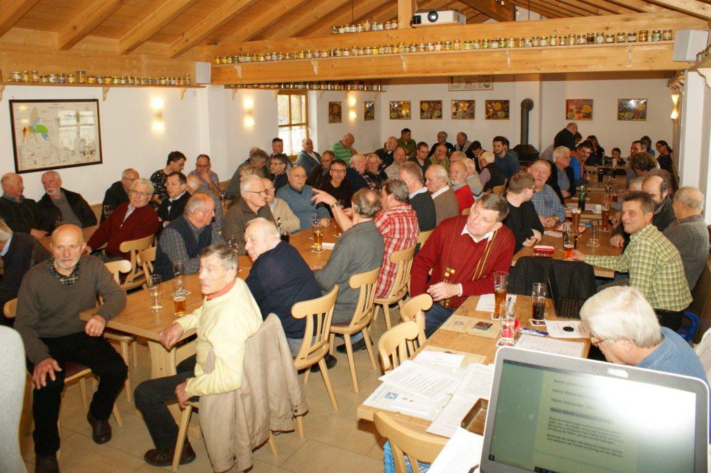 Mitgliederversammlung des Bezirks-Bienenzuchtvereins Ingolstadt e.V. - Gruppenfoto der anwesenden Mitglieder